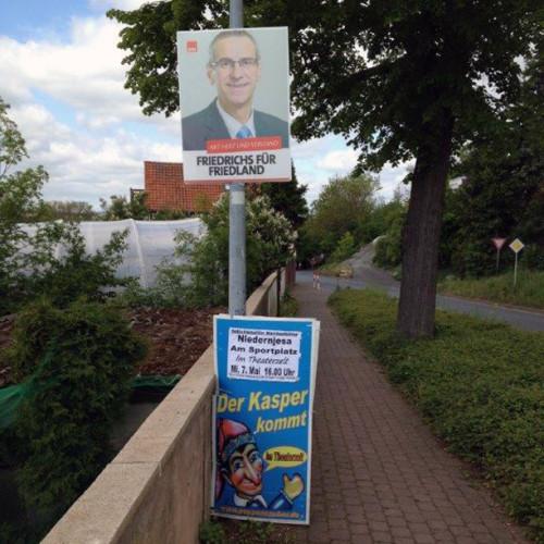 Plakate zur Bürgermeisterwahl in derGemeinde Friedland (Niedersachsen), fotografiertvonGünter Quisdorf