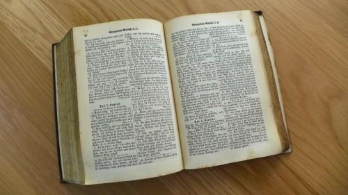 Bibel_1CdaCJIz_f.jpg